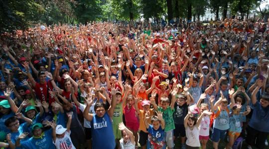 Emozionante la festa dei centri estivi in parco Kennedy
